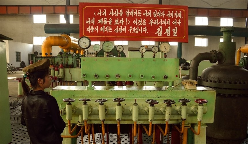 Hilary Bradt in North Korea : Section 8
