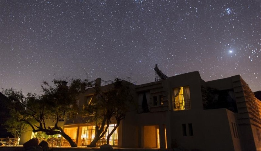 Feynan EcoLodge beneath the stars. Image courtesy of EcoHotels.