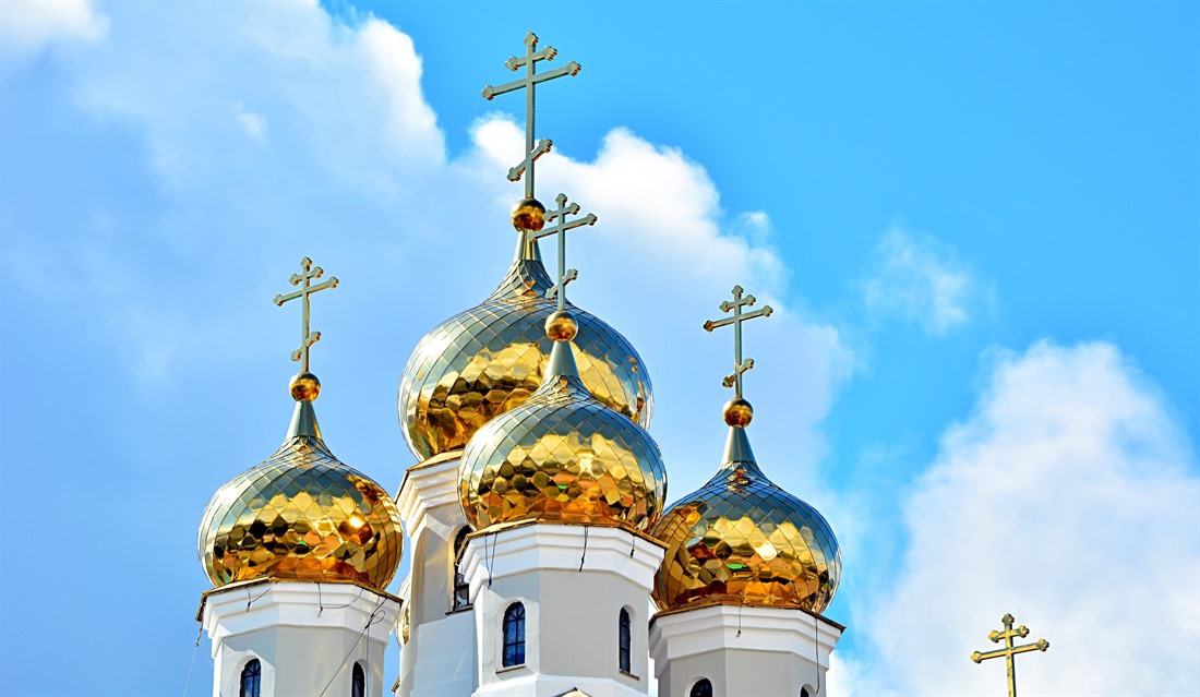 The golden cupolas of the Church of Blood in Honour of All Saints in Yekaterinburg are dazzling. © Shutterstock/Martyn Jandula