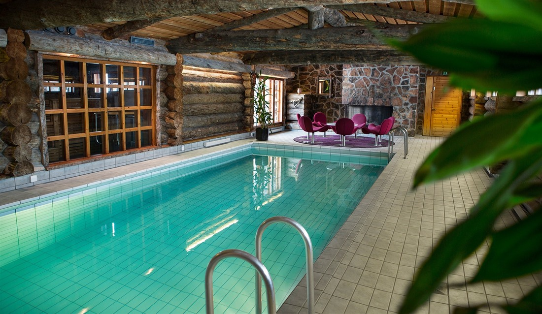 Big indoor pool © Javri Lodge