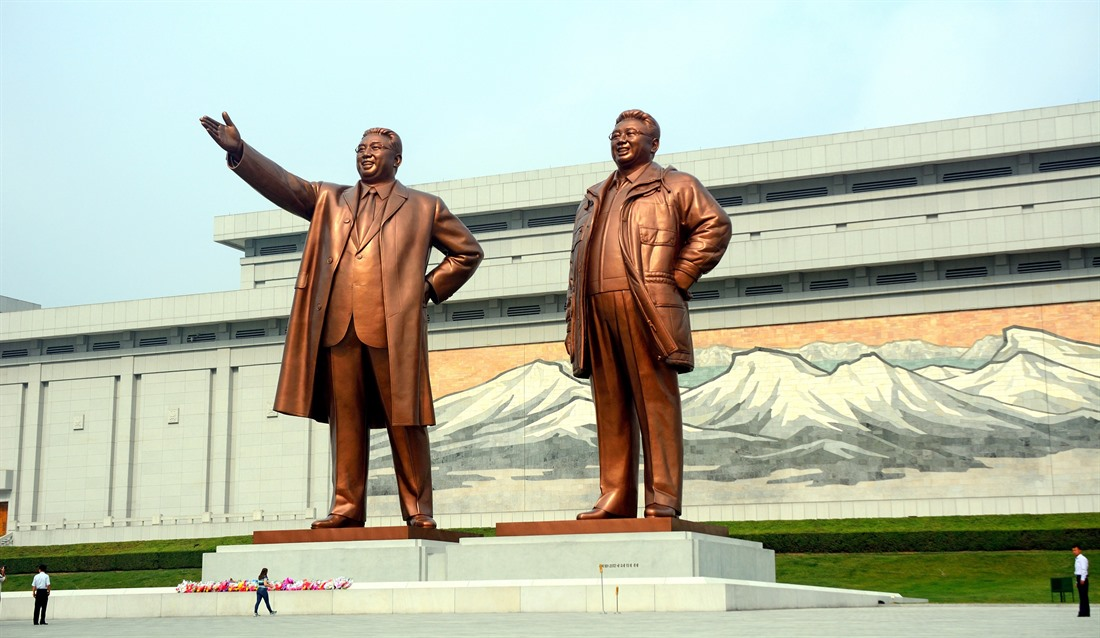 Kim Il Sung & Kim Jong Il statues in North Korea
