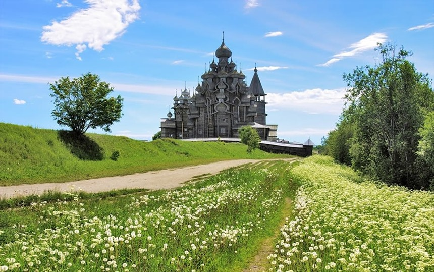 Discover Russia: the incredible wooden buildings of Kizhi island : Section 4