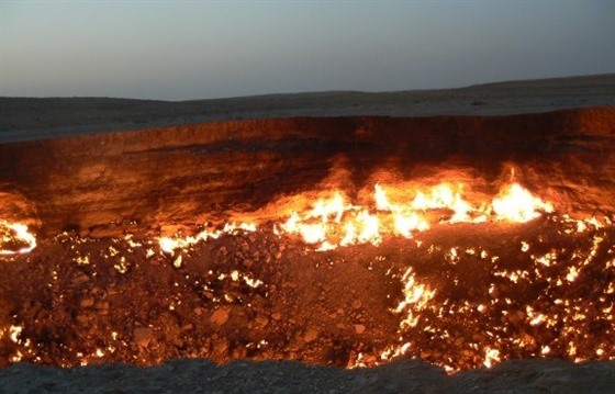 A night at the Darvaza gas crater : Section 2