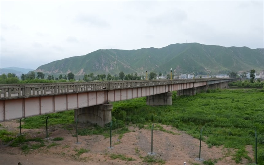 Border into North Korea from China