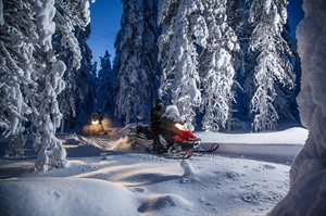 Evening Escape - Snowmobile safari and campfire 1