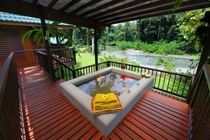 Borneo Rainforest Lodge - outdoor bathtub
