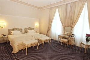 Grand Hotel Continental- twin bedroom