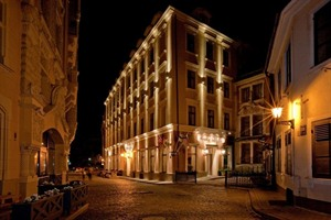 Hotel Justus- nighttime View