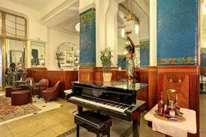 Hotel Paris - Piano Corner