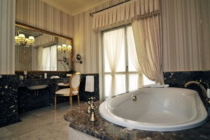 Noble Suite Bathroom at Nobilis Hotel