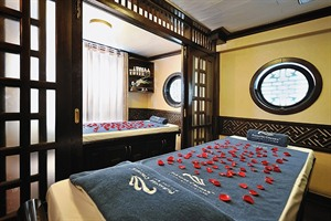 Paradise Luxury Cruise - Spa treatment room