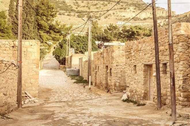 AMMAN TO DANA NATURE RESERVE; WALK TO FEYNAN