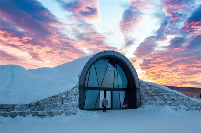 Sunset over Icehotel 365 © Asaf Kliger, ICEHOTEL