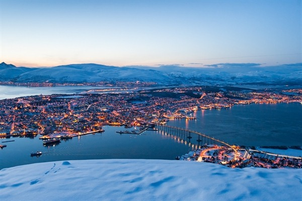 FLY TO TROMSO