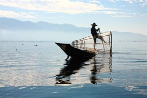 Leg-rowing fisherman on Inle Lake