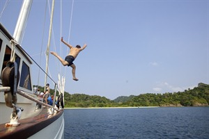 Mergui Archipelago - jumping off the yacht
