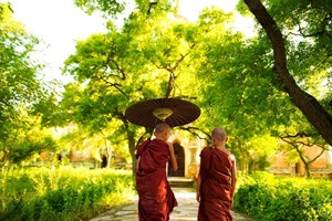Novice monks, Dhala