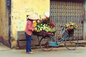 Flower seller in Hanoi Old Quarter