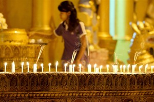 Worshipper at Shwedagon Pagoda