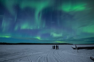 Wilderness Inari Hotel - Northern lights over Lake Inari