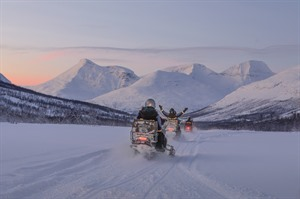 Snowmobiling near Malangen Resort