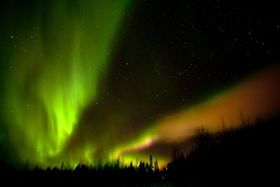 Autumn Auroras at Lakituvat Log Cabins